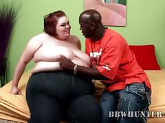 Black guy seduces a fat girl and gets head tubes