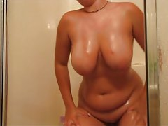BBW wet and dancing in the shower tubes
