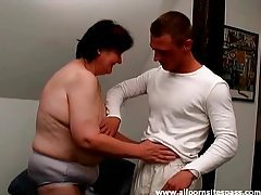 Mature fatty laid in her hairy vagina tubes