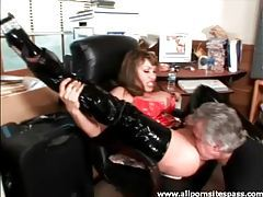 Latex goddess wants her pussy worshipped tubes