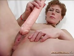 Dildo fucks her pussy in close up tubes