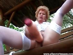 Granny fucks huge cock into her old pussy tubes