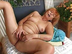 Old redhead guides toy into her hairy pussy tubes
