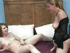 Dildo makes the amateur lesbian sex scene sexy tubes