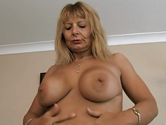 Hairy mom at home pussy rub tubes