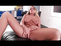 Natural blonde with a great ass finger fucks tubes