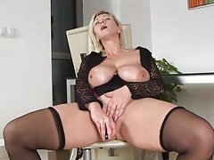Huge tits on horny cougar Kimi tubes