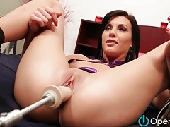 Thrusting dildo machine bangs her box tubes