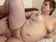 Chubby mature with tigth pussy lips laid tubes