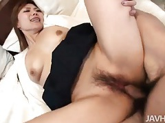 Cumshot in her hairy box leaks out tubes