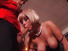 Slut in blowbang shown sucking in close up tubes