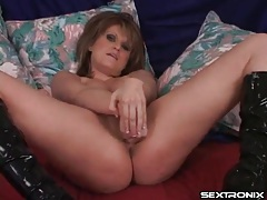 Big titty brunette gives a world class titjob tubes
