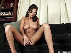 Big tits amy reid masturbates her vagina tubes