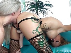 Shemale rims a girl and sucks her strapon tube