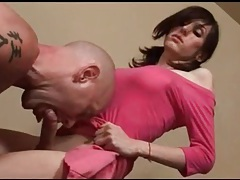 He sucks cock of hot body shemale in pink tubes