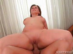 Curvy mom laid in the shaved vagina tubes