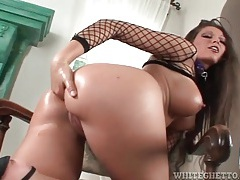 Big dildo fucks the asshole of anna nova tubes
