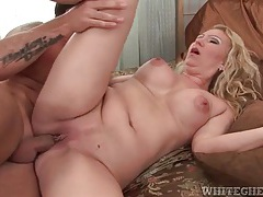 He cums in milf pussy and it all leaks out tubes