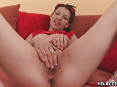 Teen puts on solo dildo show tubes