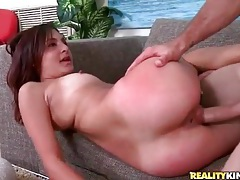 Big boner goes balls deep in a slutty moaning girl tubes