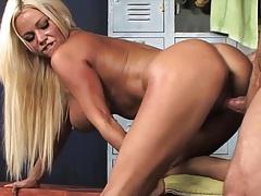 Horny babe decides to go to local gym to spot some hot guy and convince him to have a hot blowjob tubes