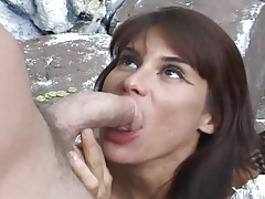 Cumshot in the eye of a cocksucker outdoors tubes