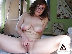Cute chick in glasses masturbates her tasty pussy tubes