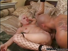 Lady in fishnets opens her legs for anal sex tubes