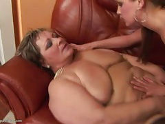 Mature kisses young lady she wants to have sex with tubes
