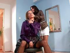 Washing hair and masturbating in the salon tubes