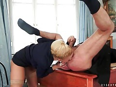 He gets head and ass fingering from hot chick tubes
