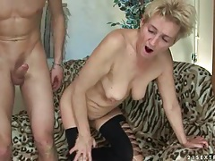 Mature hottie nailed in her shaved pussy tubes