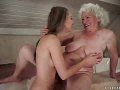 Teen sits her pussy over that pretty grandma face tubes