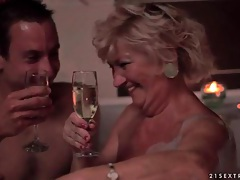 Young guy has romantic hot tub hook up with mature tubes