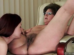Teen face sits over licking lesbian mature tubes