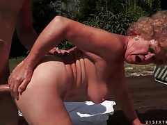 Old lady hardcore fuck outdoors with moans tubes