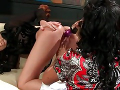 Black blouse on girl taking toy in her cunt tubes