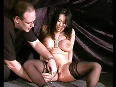 Clamping down her pussy lips for pain tubes