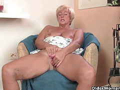 Chubby grandma gives her old pussy a treat tubes