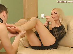 Cuckoldress sucks dick as he worships her feet tubes