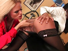 Hot babes have lesbian finger fucking sex in gym tubes