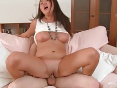 Curvy chick and her bald pussy in fuck video tubes