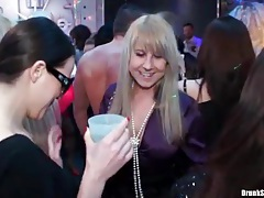 Sexy dance party with lots of hot chicks tubes