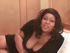 Fat black chick in short dress sucks cock tubes