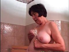 Mature masturbates pussy with big dildo tubes
