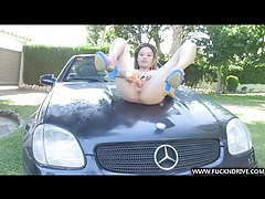 Hot asian masturbates on the car tubes