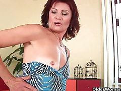 Granny with hard nipples and hirsute pussy masturbates tubes