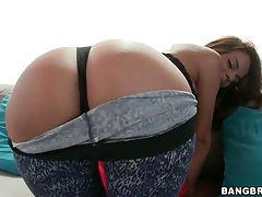 Angelika shakes her ass in tight pants tubes