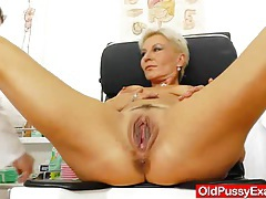 Blondes mamma gyno in addition to a little extra tubes