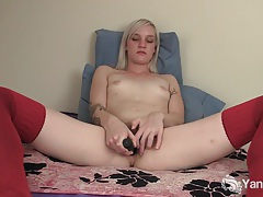 Cute amateur ari plays for the first time tubes